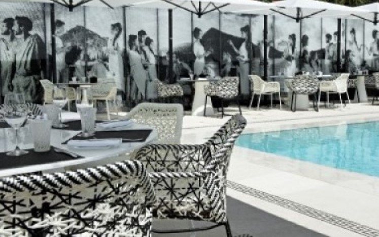 Hotel Metropole Monte-Carlo outside seating by the pool