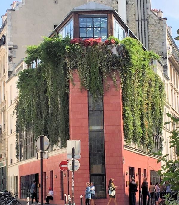 exterior shot of pink mamma restaurant in paris