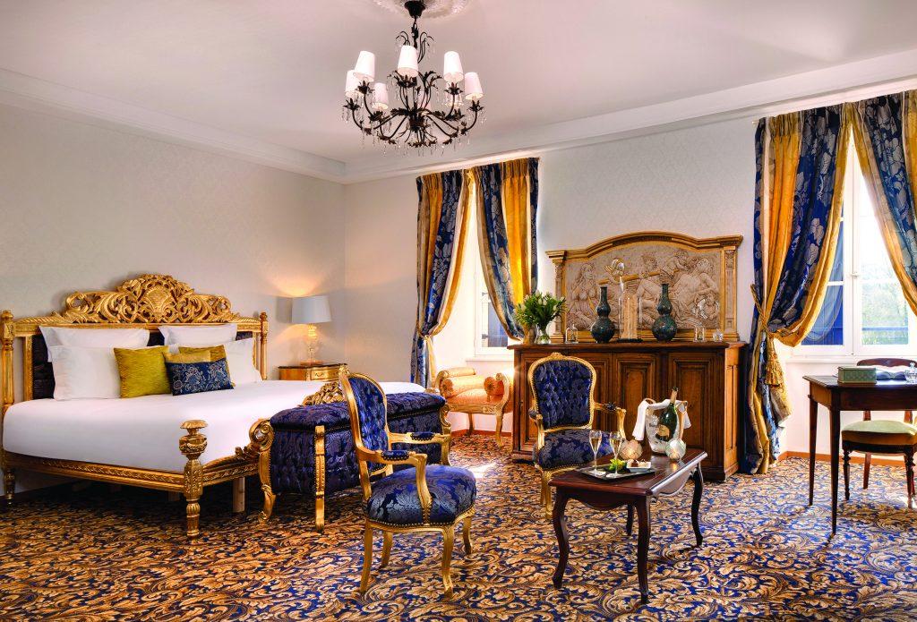 Bedroom at château-hôtel