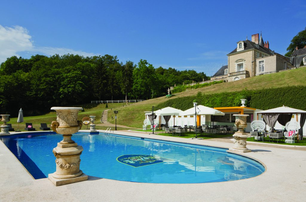 swimming pool at château-hôtel