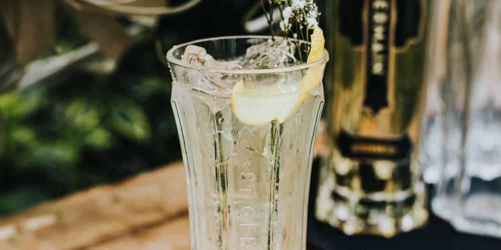 Easy-peasy cocktails… the St-Germain Spritz