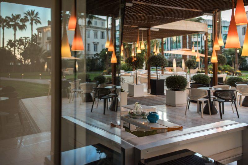 Terrace dining at restaurant park 45