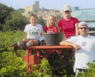 The whole family at the vineyard in  Châteauneuf du Pape