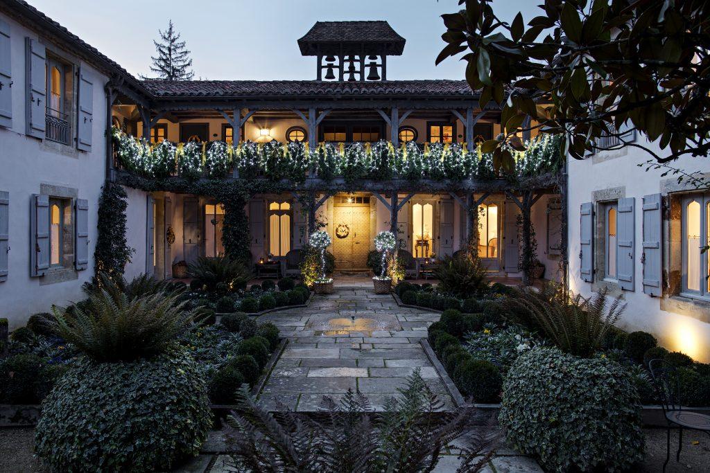 Les Prés d'Eugénie  courtyard