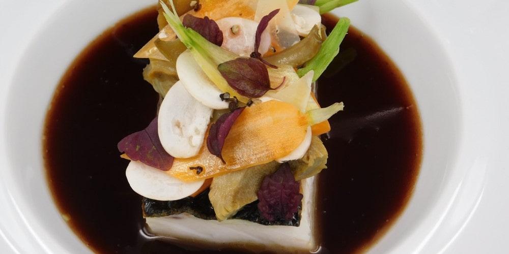 Sea bass à la Bordelaise with peppered artichoke