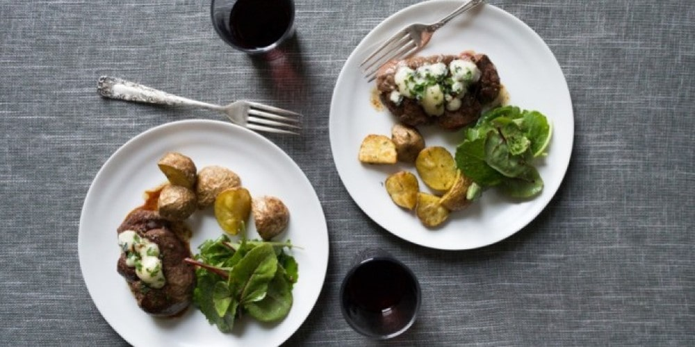 Pan-Roasted Filet Mignon with Blue Cheese