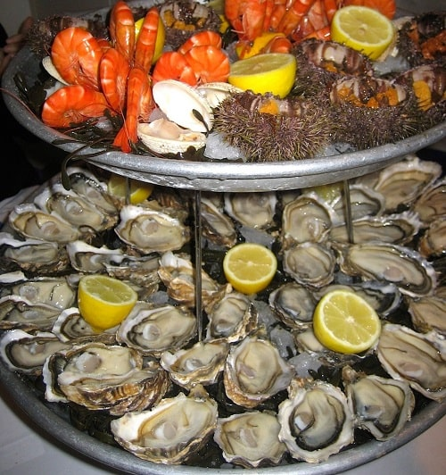 How to eat an oyster | Taste of France