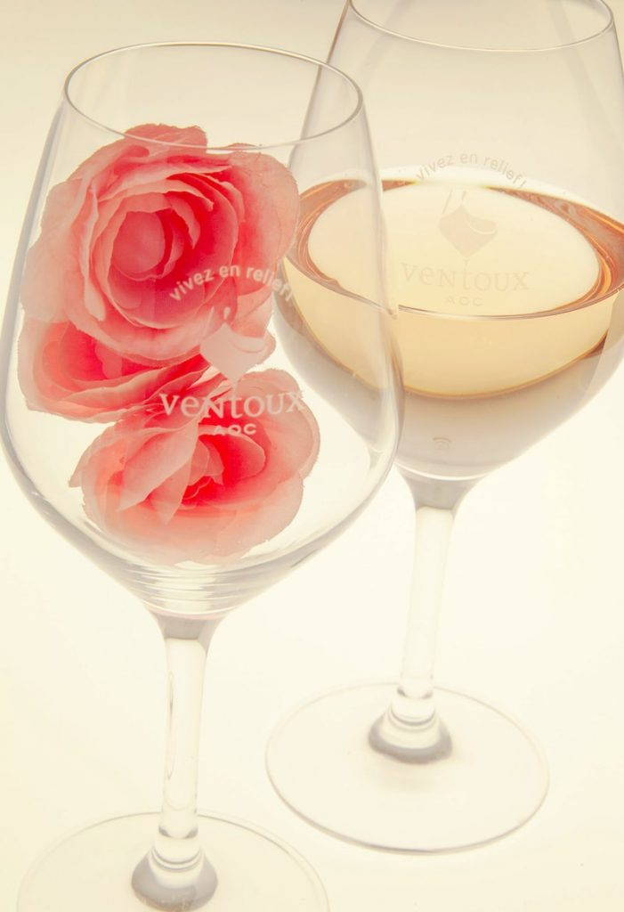 Light coloured rose in a wine glass