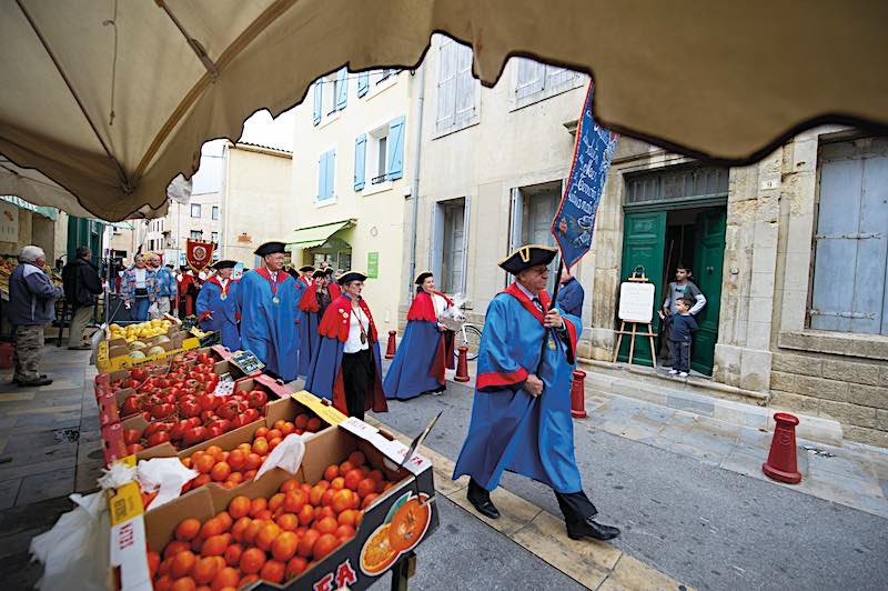 France, Aude, Gruissan, grape Harvest feasts and flavors 2011, procession to the place of the brotherhoods Gibert, Brotherhood