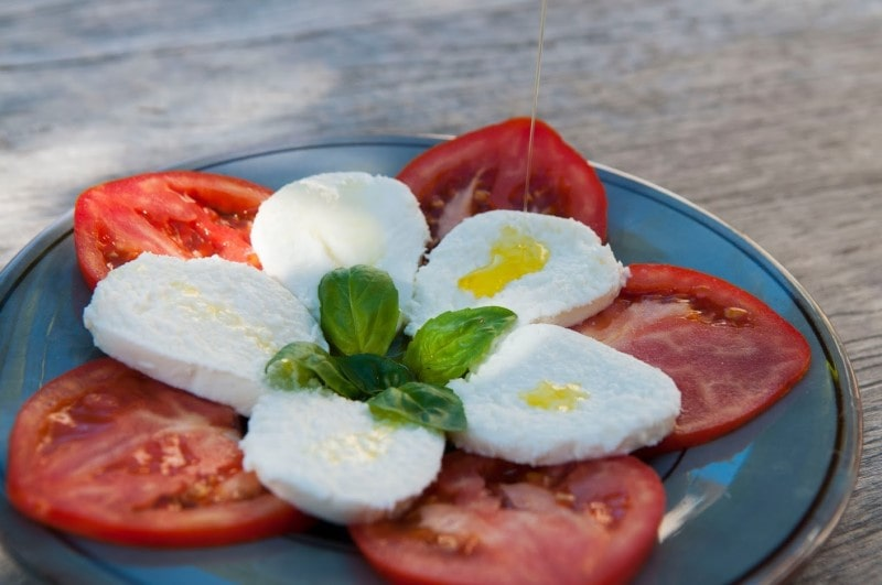 Olive oil with mozzarella and tomatoes