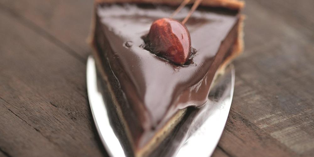 Creamy caramel chocolate tart
