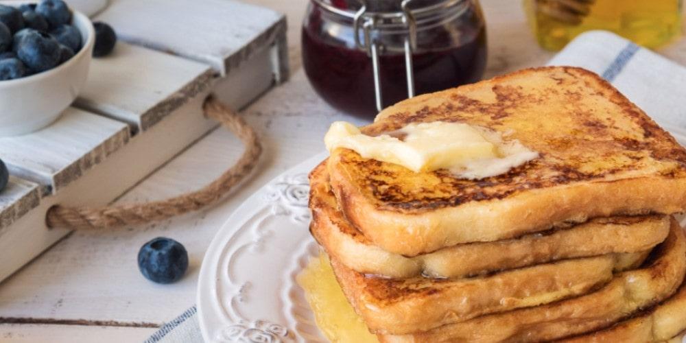 Vanilla French toast with banana jam