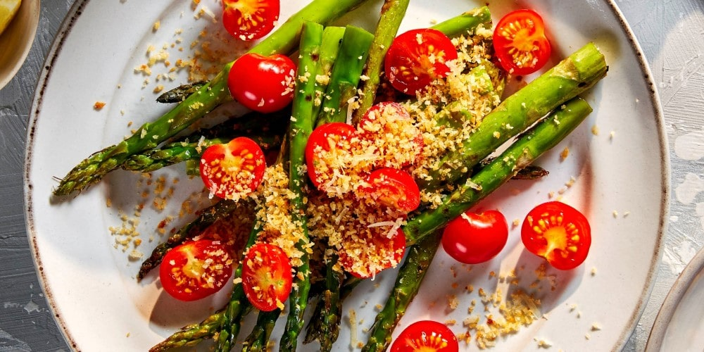 Griddled asparagus and piccolos with parmesan crumb